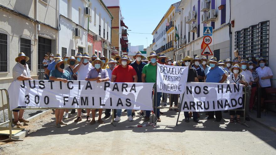 Regantes de Silillos, en Fuente Palmera, denuncian al expresidente de la comunidad