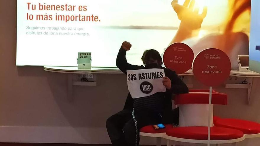 Los hosteleros protestan en Gijón contra el incremento de las facturas de la luz