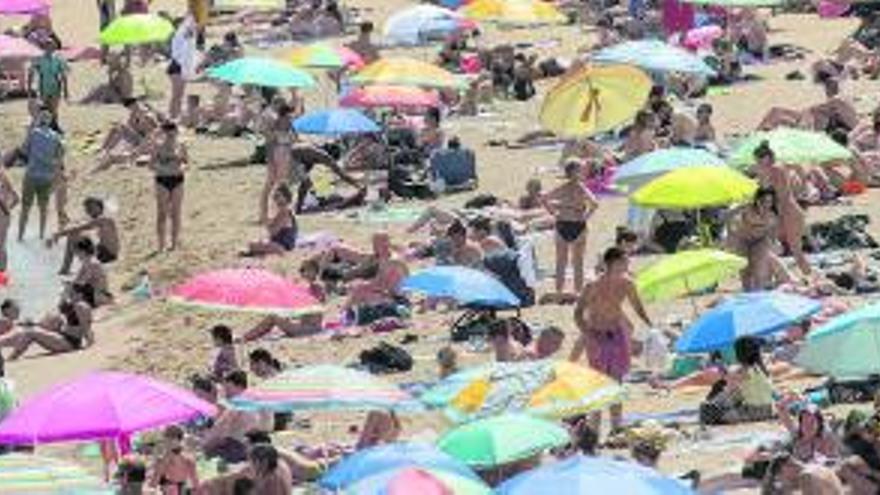¿Por qué las jóvenes de Ibiza no hacen toples en la playa?