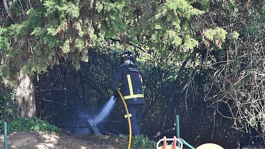 Emerxencias acude a un pequeño fuego en Vilaboa