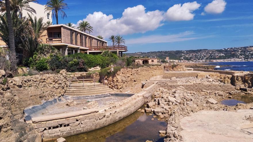 Sin fecha para retirar los escombros en el litoral de Xàbia que ocupó un ministro de Franco