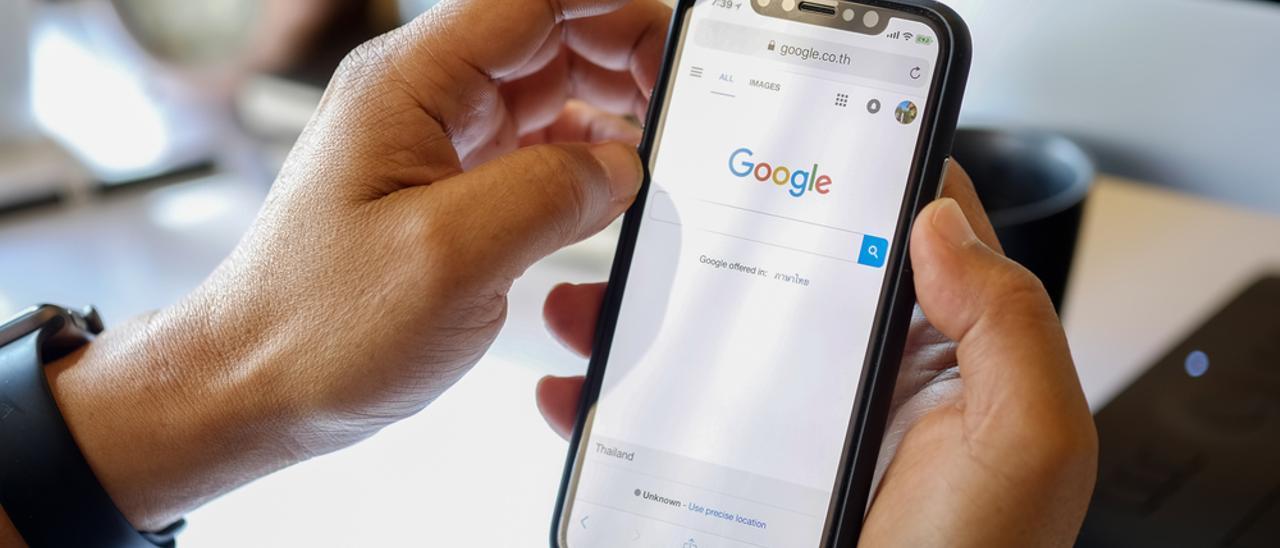 Una pantalla de Google en un móvil.