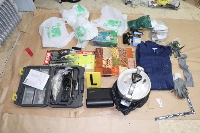 Material incautado a Resistencia Galega en un almacén clandestino de Portuga. G.C.l