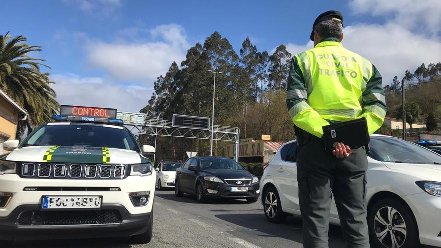 """Tráfico en Galicia: """"nuevas"""" multas que te harán soltar el teléfono móvil y abrocharte a la vida"""