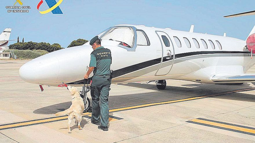 Arrestado un pasajero de un jet privado con gran cantidad de drogas en Ibiza