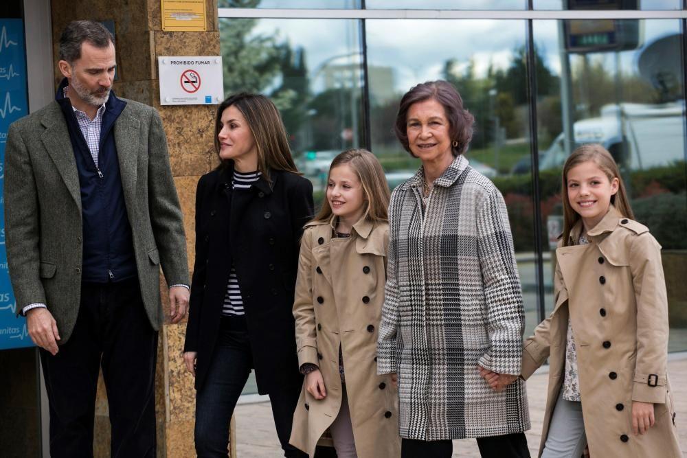 Los reyes con sus hijas y doña Sofía