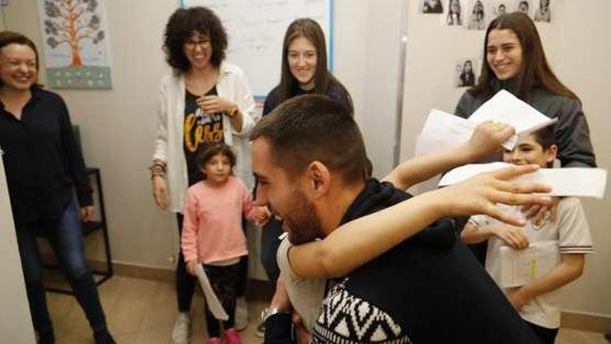El Oviedo visita la sede de Aldeas Infantiles
