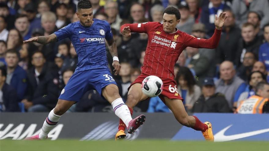 El Liverpool vence en el campo del Chelsea y asienta su liderato (1-2)