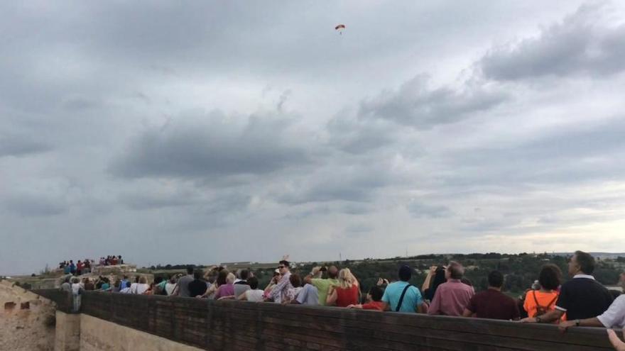 Exhibición paracaidista