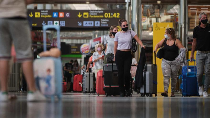 El BOE publica la prórroga de la restricción de vuelos y buques desde Reino Unido hasta el 2 de febrero