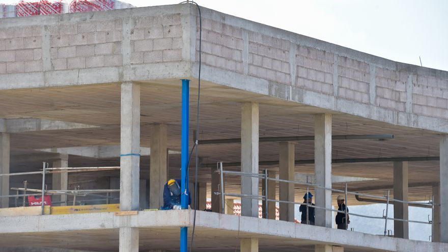 La construcción resiste la crisis pero avisa de que necesita ya obra pública