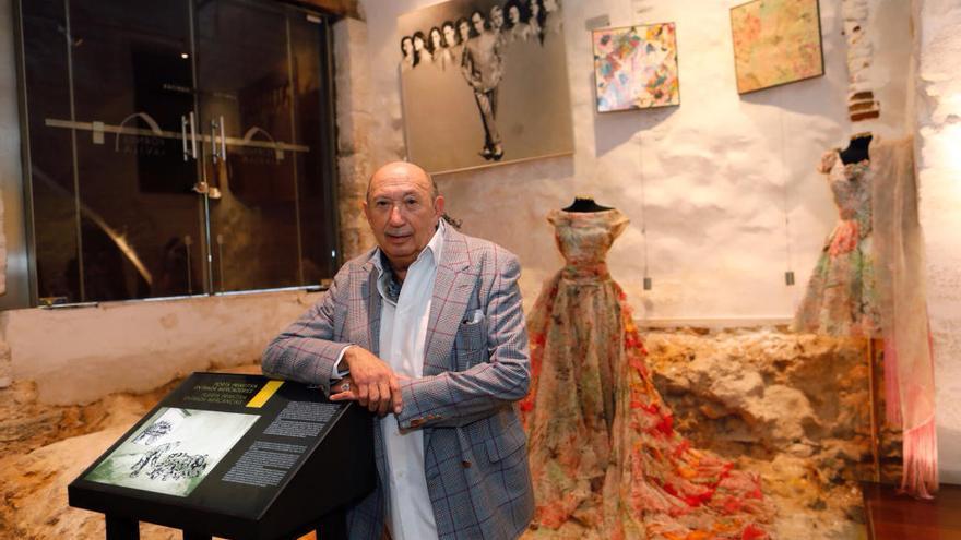 Francis Montesinos celebra sus bodas de oro en el diseño de moda con una exposición en Llíria