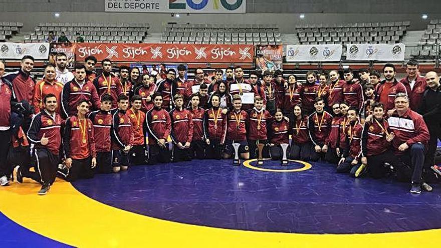 Murcia gana 24 medallas en el Nacional de lucha de Gijón