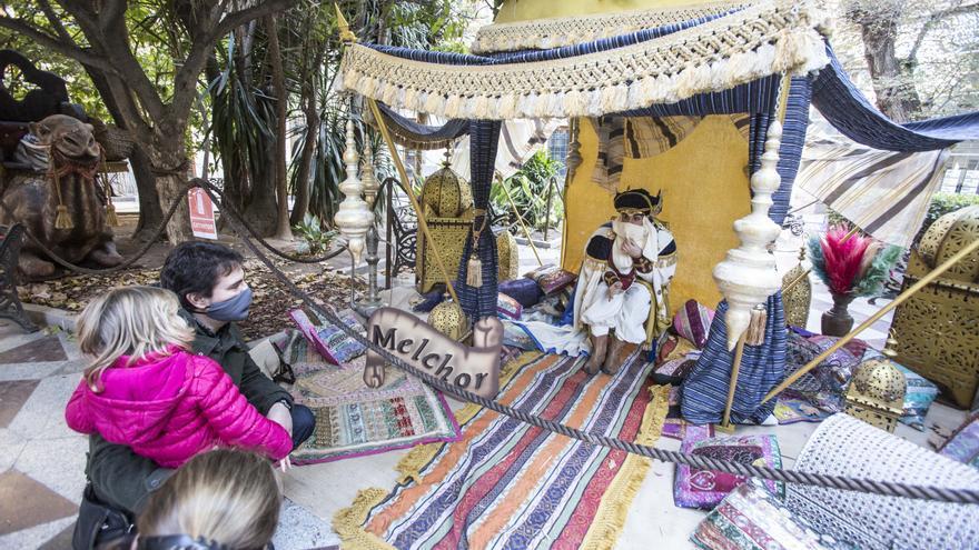 Campamento de los mensajeros reales en la plaza de Gabriel Miró