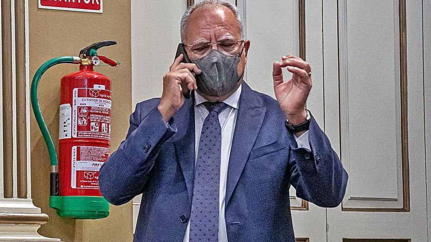 Curbelo dice que se han tergiversado sus palabras sobre bombardear el volcán de La Palma