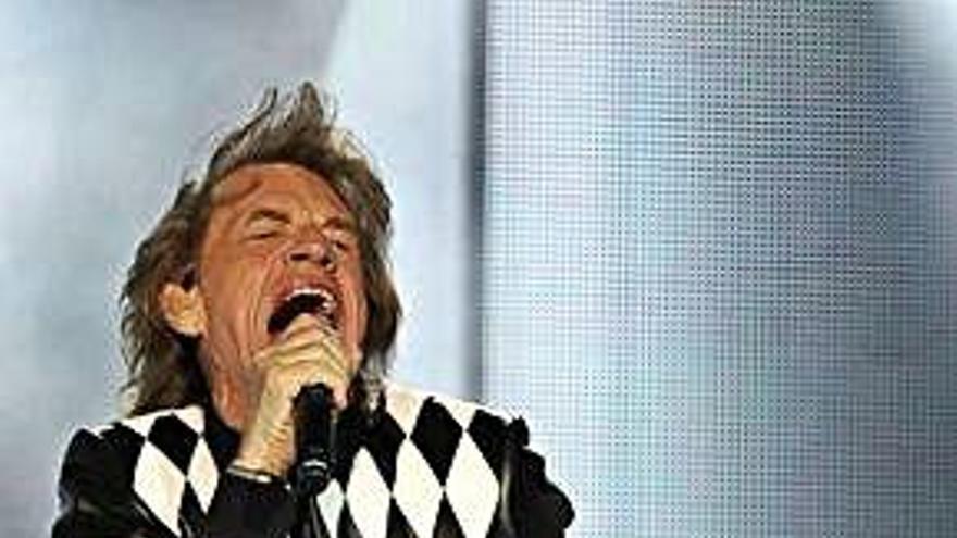 Jagger reaparece rejuvenecido tras su operación de corazón