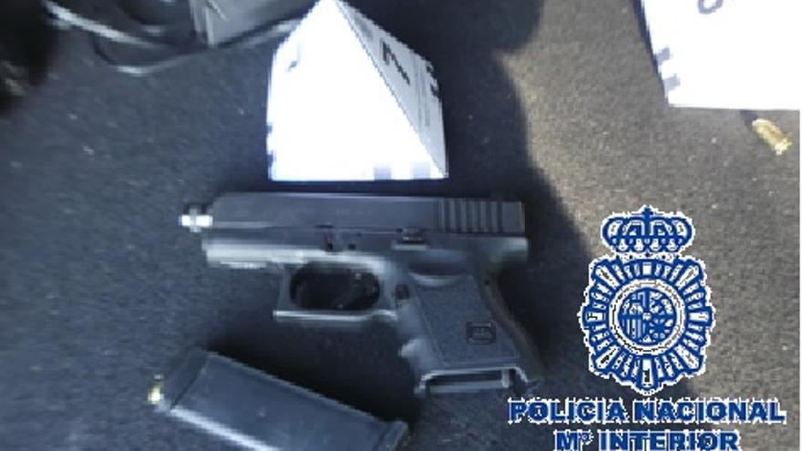 Detienen en Estepona al conductor de un vehículo con 4,350 kilos de coca y un arma corta
