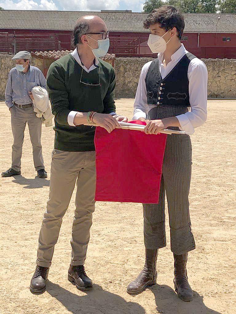El consejero de Cultura y Turismo asiste a la entrega de premios de tauromaquia en la finca La Cabañuela (Burgos).