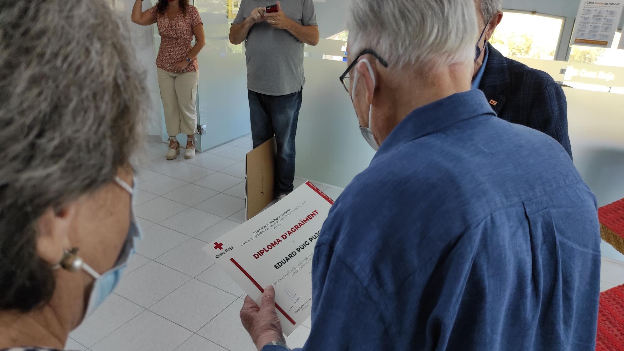 Creu Roja homenatja Eduard Puig Pujol per la seva dedicació a l'entitat