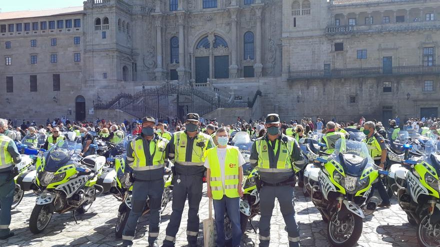 Más de 80 motoristas de los Ángeles Verdes realizan una ofrenda al Apóstol