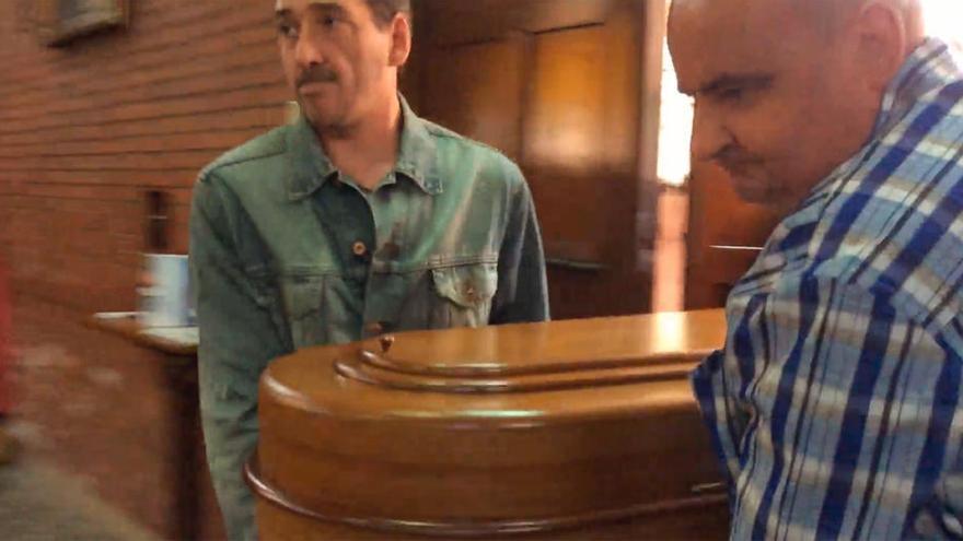"""""""No llevéis a ´Trasgu´ a mi funeral, porque me buscará"""", dijo Josín Lazcano a la nueva familia de su perro"""