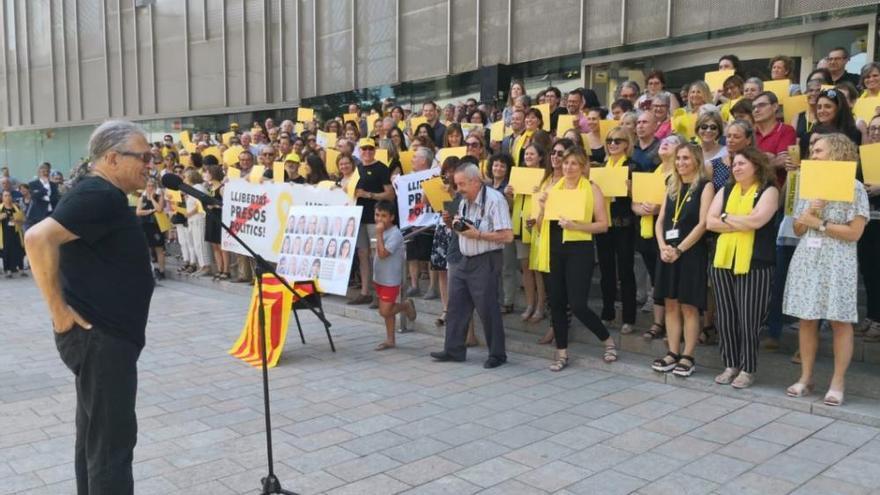 Cotarelo participa en la concentració de treballadors de la Generalitat de Girona per la llibertat dels presos