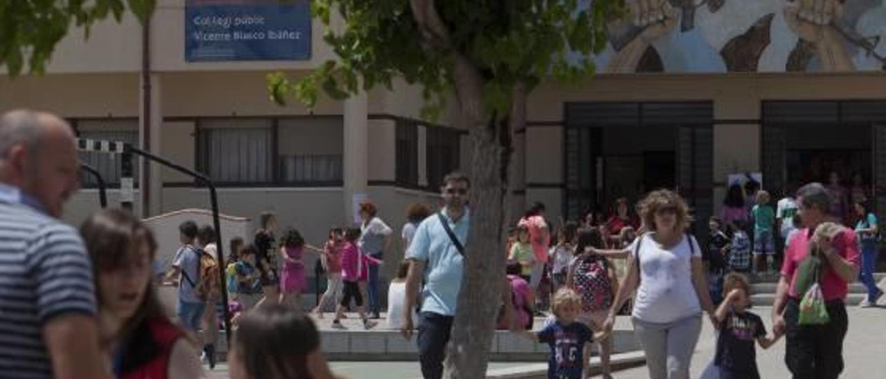 El Ayuntamiento de Elche busca 2 millones para dar los libros gratis a 28.000 alumnos