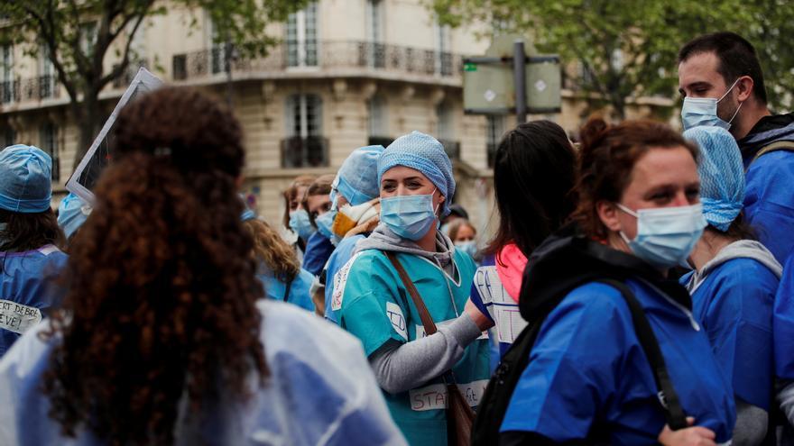 Francia reduce los contagios y el número de pacientes en las ucis