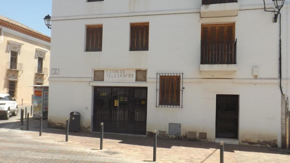Fachada edificio antiguo Correos