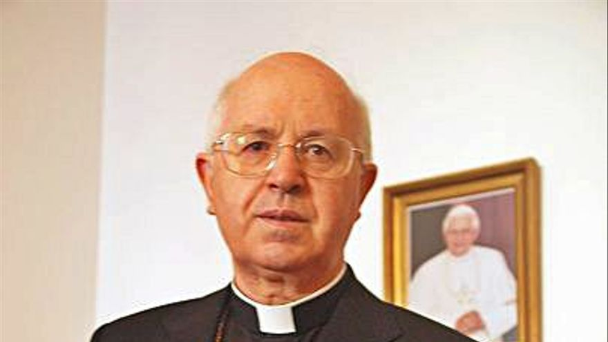 El arzobispo zamorano Julián Barrio, hospitalizado en Santiago