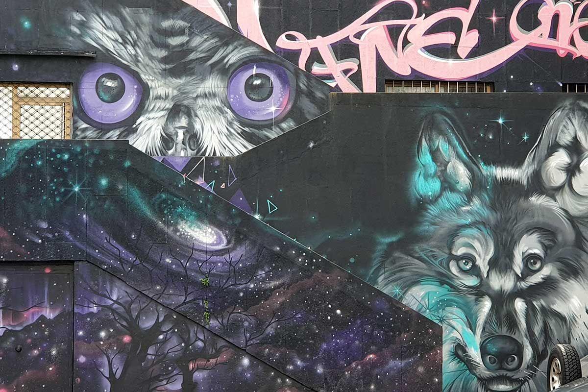 Sax-Obra en las escaleras que conectan las calles de Camelias y Romil en Vigo