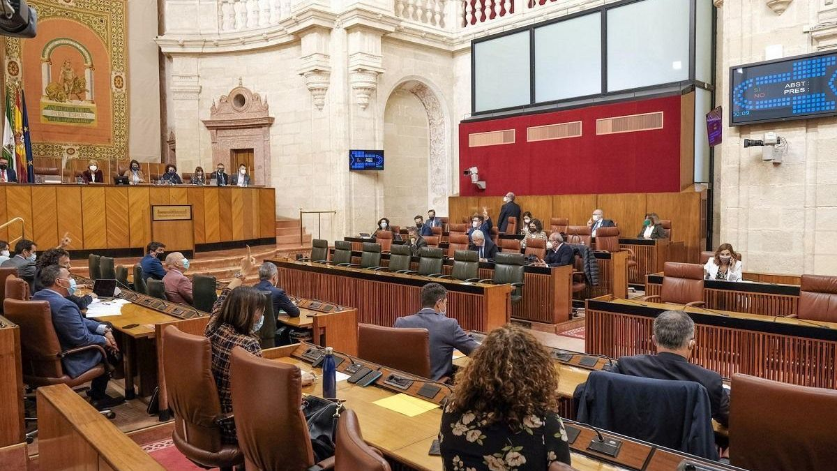 El PSOE volvería a ganar en Andalucía, pero el PP podría gobernar, con Vox como socio clave