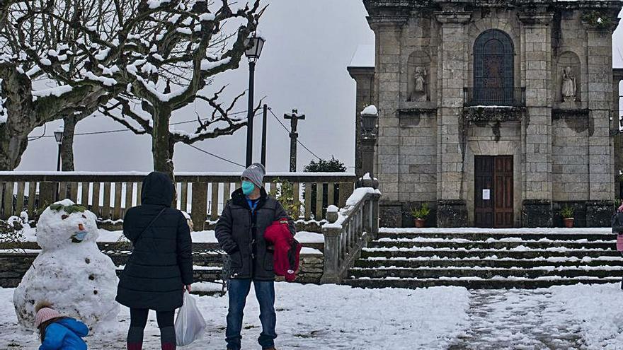 La borrasca Dora comienza a remitir tras dejar aldeas aisladas por la nieve