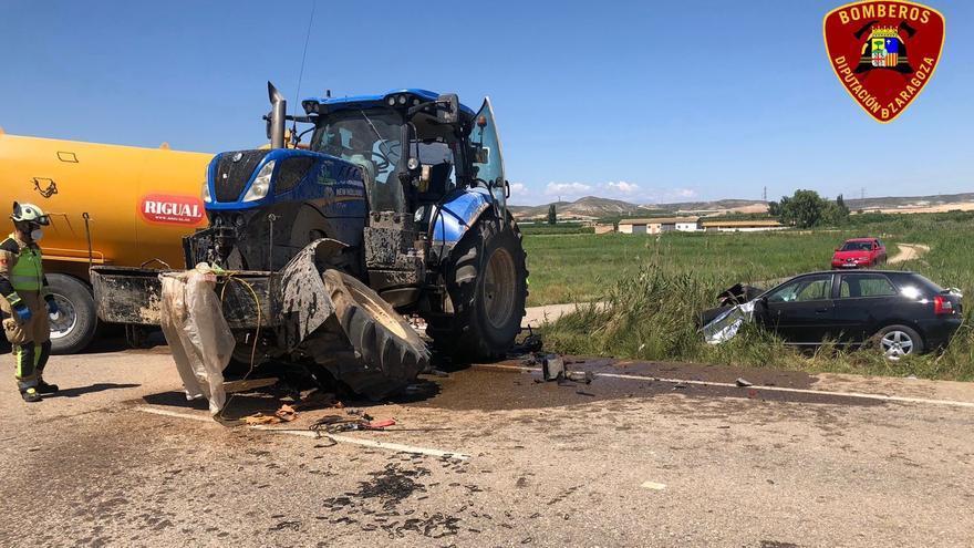 Heridas dos personas en un accidente al chocar un turismo con un tractor, en Urrea de Jalón