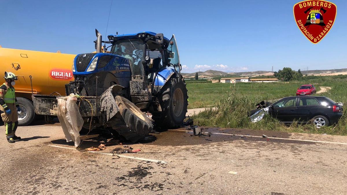 Accidente de tráfico entre un turismo y un tractor, en la A-122, en Urrea de Jalón.