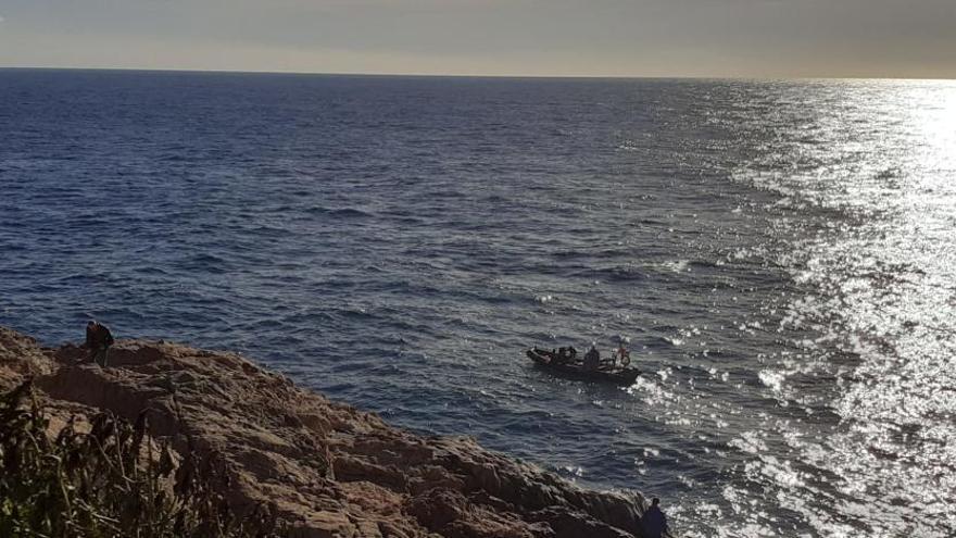 Un mariner va salvar la vida als tres policies i el pescador al mig del mar a Sant Feliu