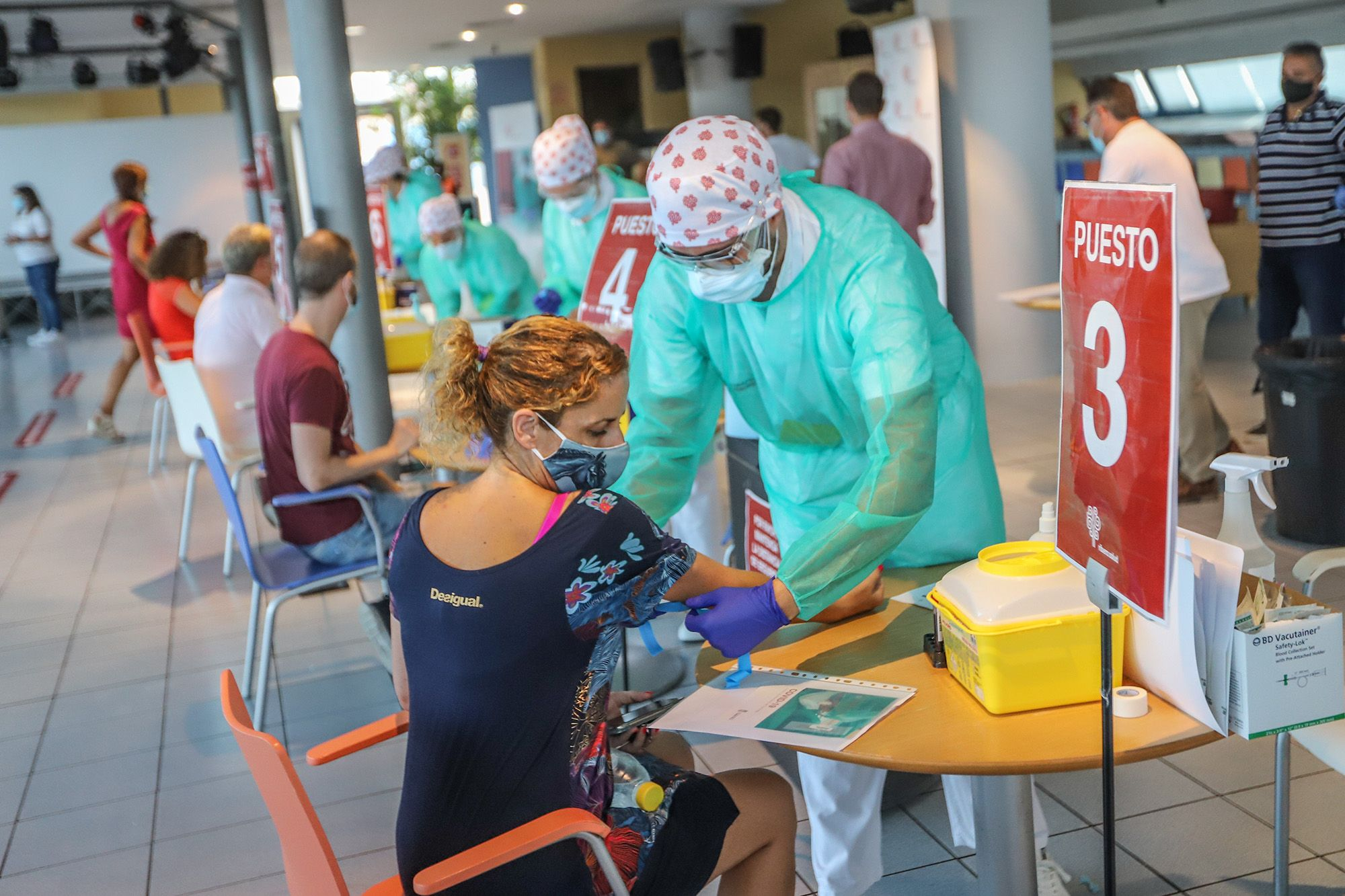 Torrevieja realiza test rápidos de covid a 1.500 profesores y personal no docente de todos sus centros educativos tras la polémica con la Generalitat
