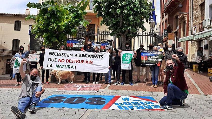 Ecologistes en Acció protesta a Begur contra «greus agressions urbanístiques»