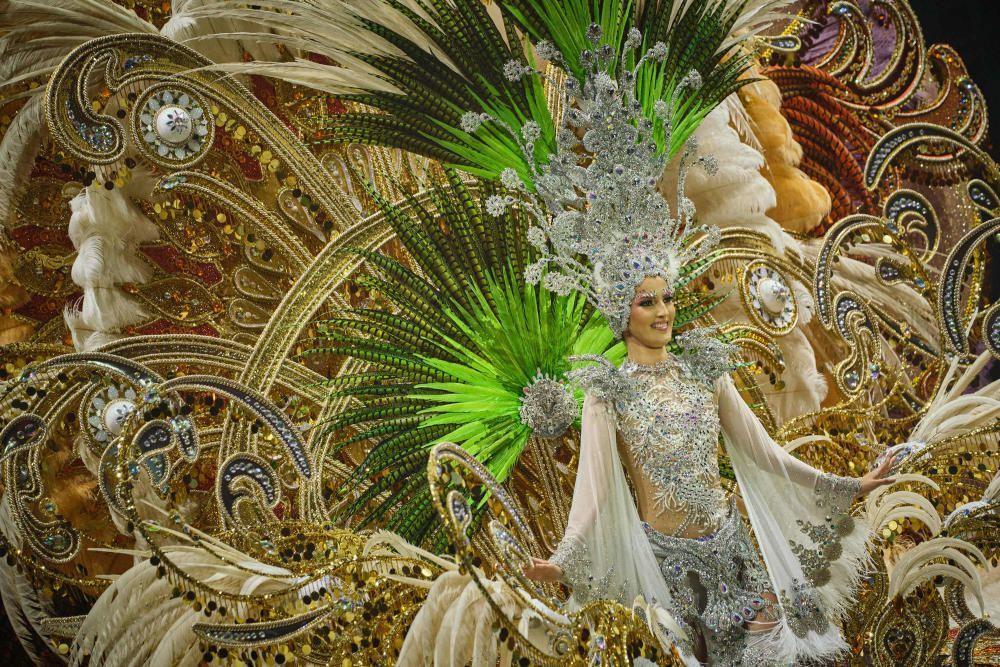 Primera dama María José Chinea. Fantasía: Un nuevo amanecer. Diseñada por Jorge González Santana. Representando a Fuentealta.