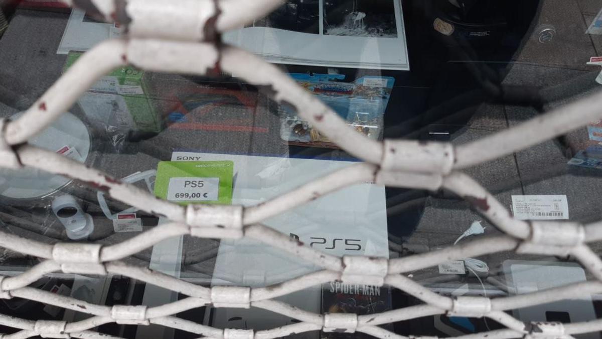 Foto de la Playstation en el escaparate de la tienda