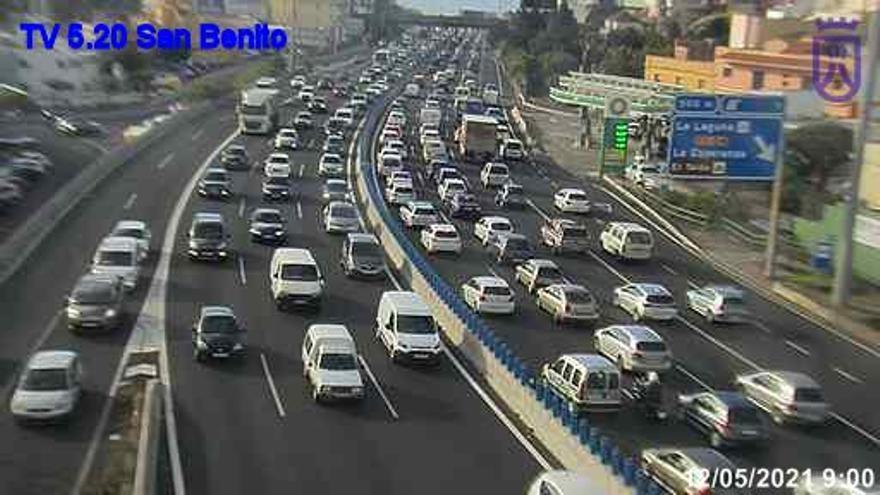 Colisión entre varios vehículos en la autopista del Norte