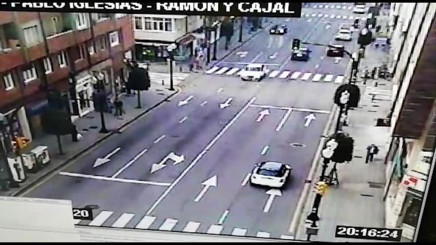 Detenido por hacer chocar su coche contra un patinete eléctrico conducido por un joven