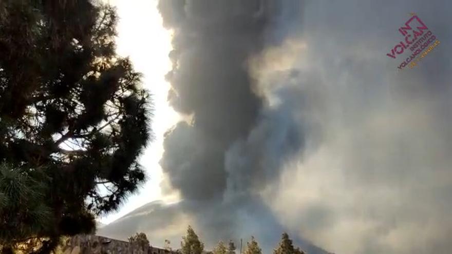 Penacho del volcán de La Palma visto desde Tacande