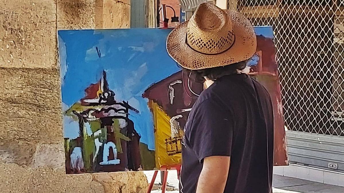 Participante del Certamen durante la elaboración de su obra. | C.G.R.