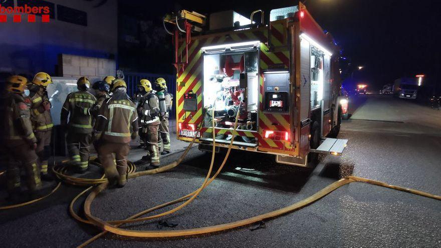 Incendi en una empresa de Vilamalla que fabrica bàscules de gran tonatge