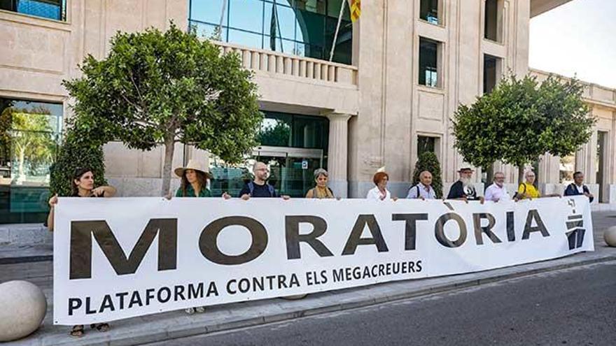 La moratoria contra los megacruceros entra en la Autoridad Portuaria