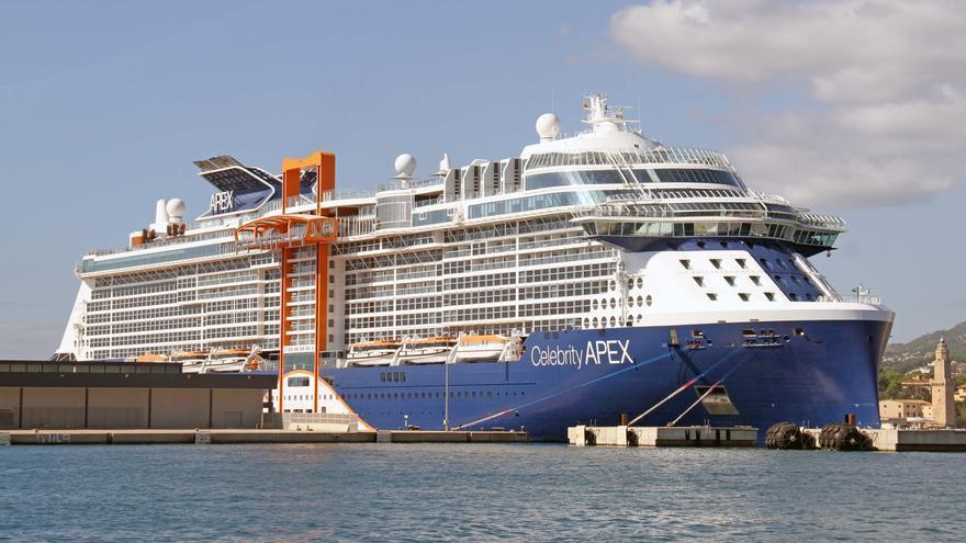 Primera escala en Palma de los cruceros 'Celebrity Apex' y 'Le Jacques Cartier'