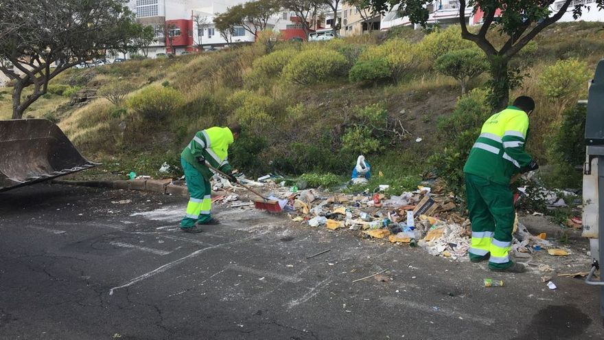 Limpieza recoge 21.000 kilos de escombros vertidos ilegalmente en La Herradura