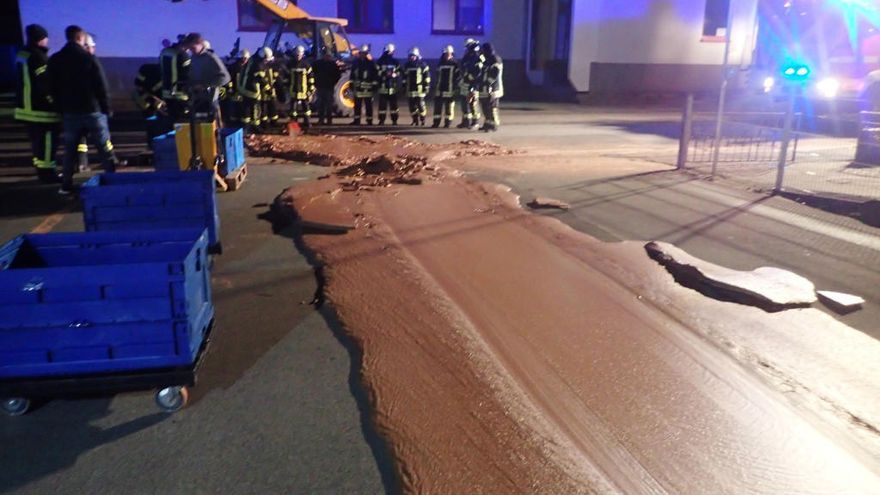 Un vertido accidental forma una calle de chocolate en Alemania