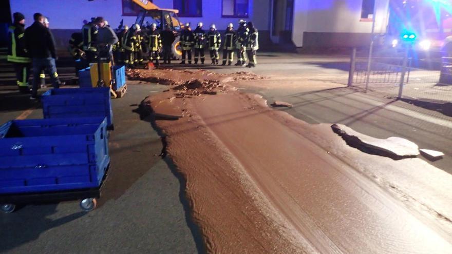 Un vertido accidental forma una calle de chocolate en Alemania